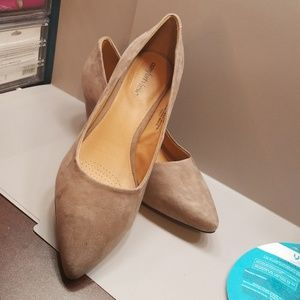 NWOT Small Heeled Wide Width